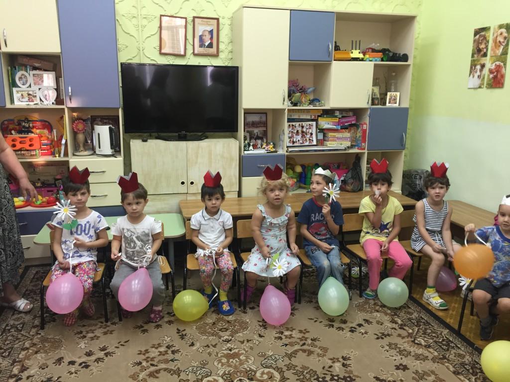 Преподаватели и студенты МедКолледжа в детском доме №32