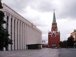 Troitskaya_Tower_and_State_Kremlin_Palace